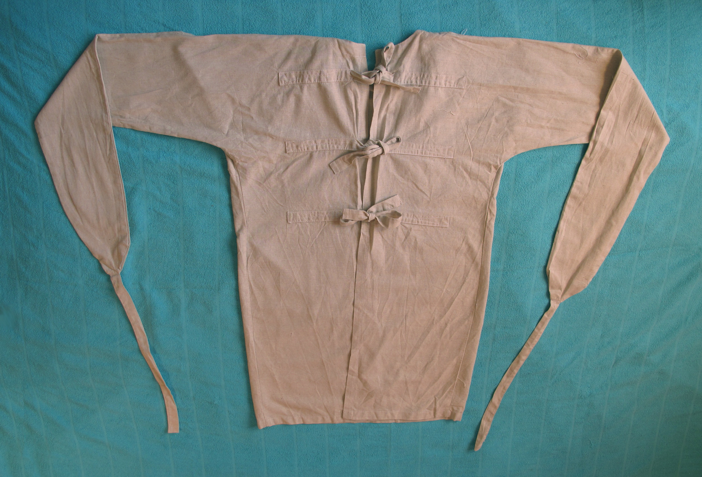 Смирительная рубашка - гуманное средство фиксации или уже